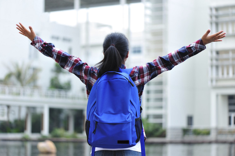 female-college-student-backpack-750x499